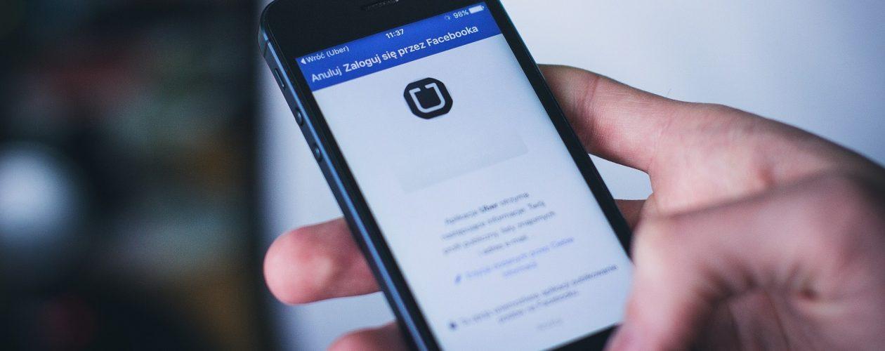 Uber wprowadza szkolenia dla kierowców. Także z języka polskiego.