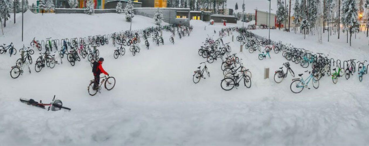 Uczniowie z Finlandii jeżdżą rowerem do szkoły w -17°C