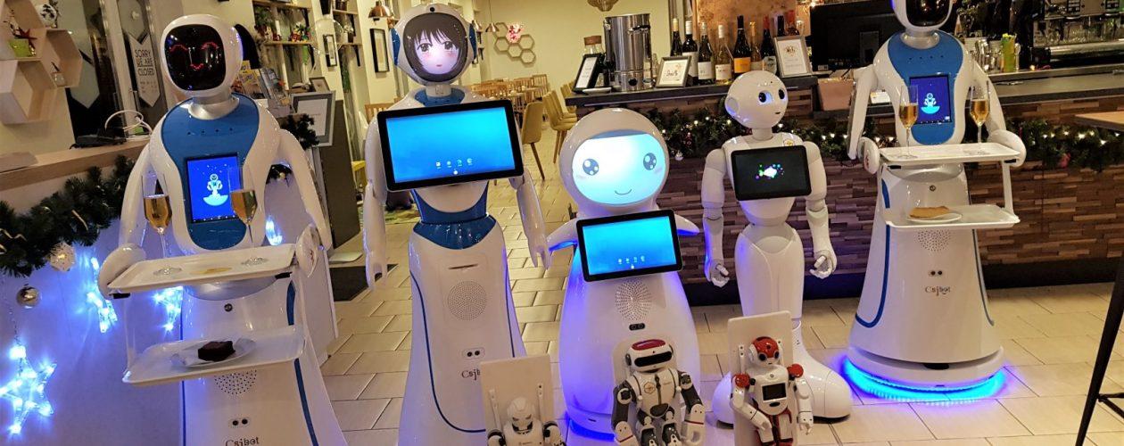 """W Budapeszcie roboty """"pracują"""" jako kelnerzy."""