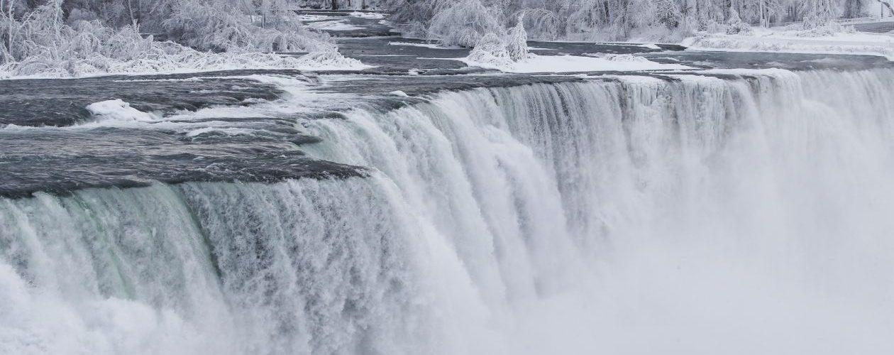 Wodospad Niagara znów zamarza. Piękne zdjęcia trafiły do sieci!