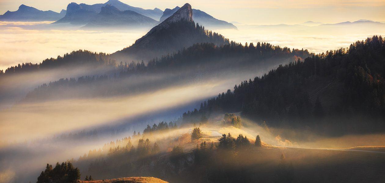 Francuskie Alpy nad chmurami.