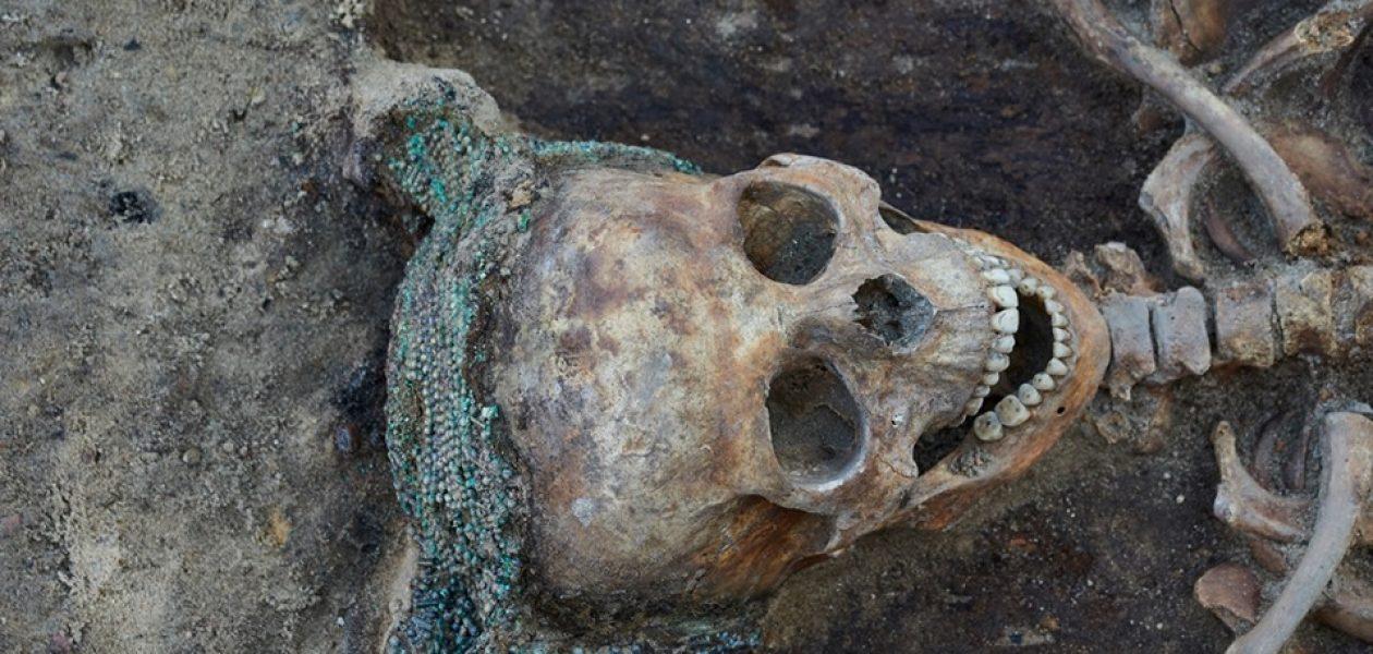 W Poznaniu dokonano niesamowitego odkrycia! Znaleziono kobietę w perłowym czepcu.